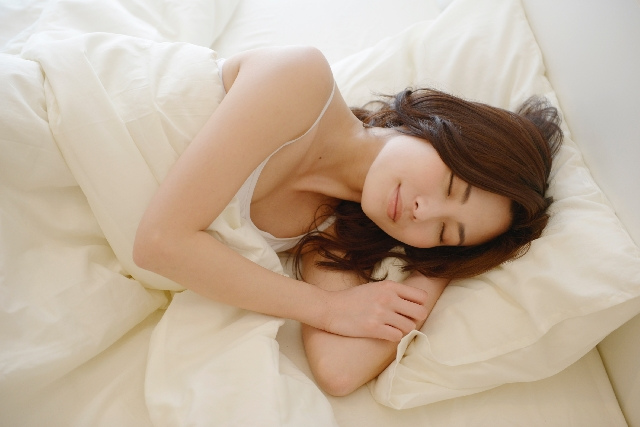 「良い睡眠」に欠かせない条件~宅配クリーニング(防虫・防カビ・ダニ除去)で清潔な寝具を~