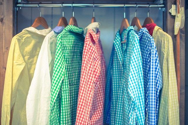 クローゼットに衣類を詰め込み過ぎることで起こる影響